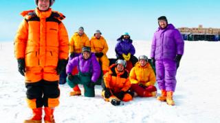 南極をアロハシャツ一枚で探検するということの意味とは^^